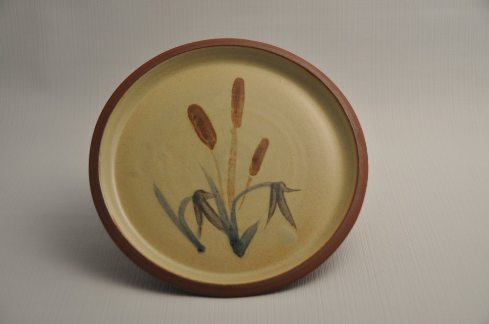 Beige decorated plate with painted bullrushes
